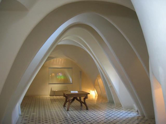 Barcelona,_Casa_Batlló,_innen,_Dachboden