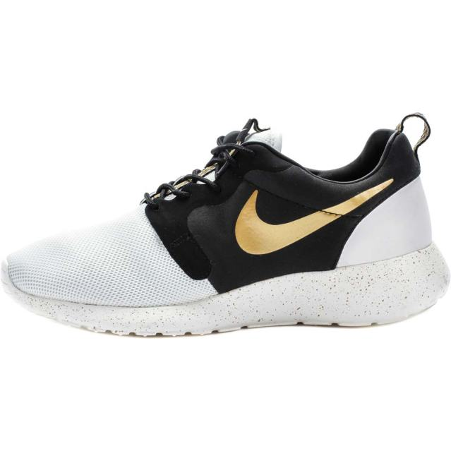 roshe-run-hyperfuse-premium-qs-world-cup-gold-trophy-mens-lifestyle-shoe-ivorymetallic-gold-black-02f14296